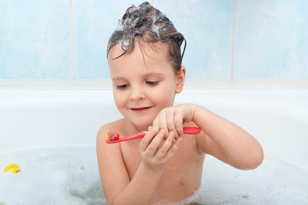 Chăm sóc răng miệng đúng cách cho trẻ nhỏ