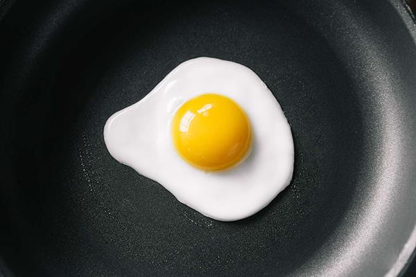 Trứng cần được nấu chín kỹ trước khi dùng.