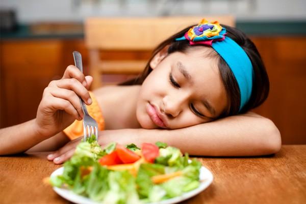Dùng thuốc kháng sinh không đúng cách có thể dẫn đến chán ăn.