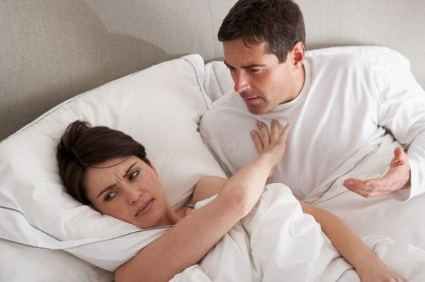 Đau khi quan hệ tình dục có thể làm chị em sợ gần gũi.