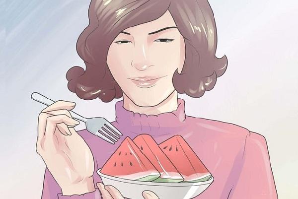 Ăn trái cây và rau quả chứa hàm lượng nước cao là một cách tuyệt vời để giữ nước