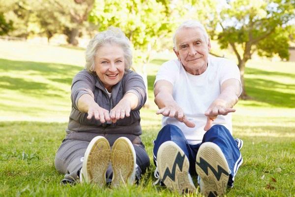 Tập thể dục thường xuyên giúp giảm cholesterol.
