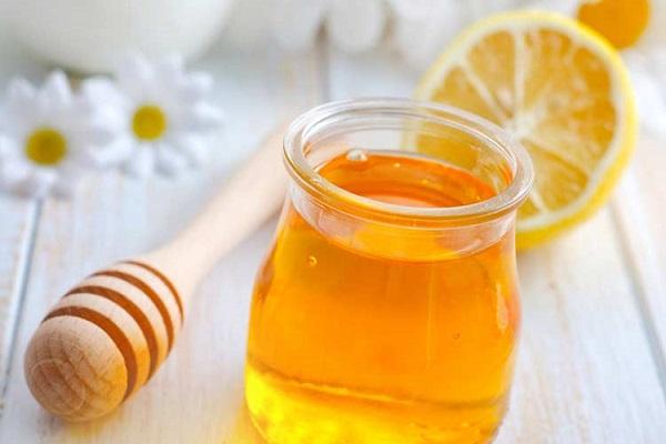 Mặt nạ mật ong nước cốt chanh.