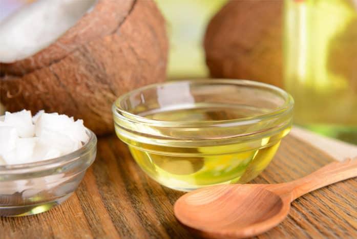 Với đặc tính dưỡng ẩm, làm đẹp da bằng dầu dừa sẽ giúp nuôi dưỡng lớp biểu bì