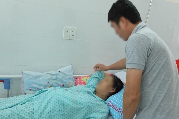 Sau phẫu thuật thai phụ N.T.T (40 tuổi) thoát khỏi nguy cơ sốc nhiễm trùng đường mật đảm bảo an toàn cho song thai 17 tuần tuổi - Ảnh: Bệnh viện cung cấp