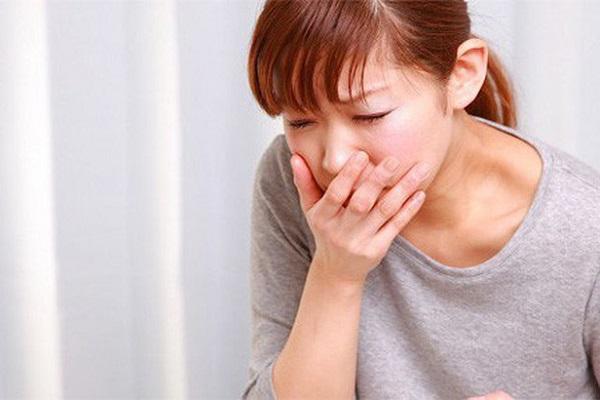 Nôn ói là triệu chứng ngộ độc thực phẩm điển hình.