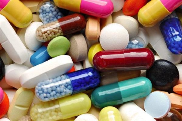 Viêm amidan cấp do vi khuẩn thường được điều trị bằng kháng sinh.