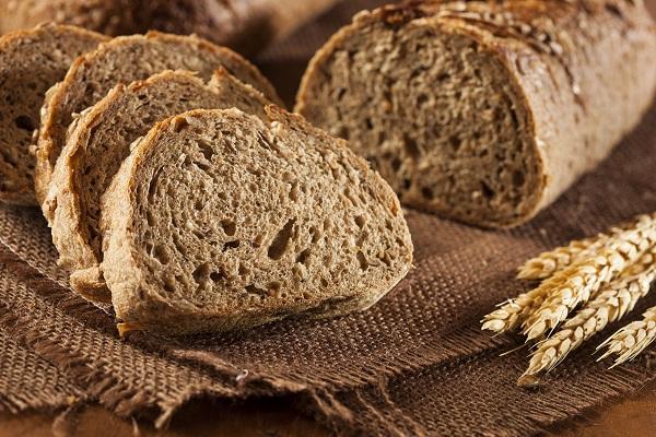 Bánh mì nguyên hạt chứa nhiều carbohydrate phức tạp, có thể thúc đẩy tăng cân.