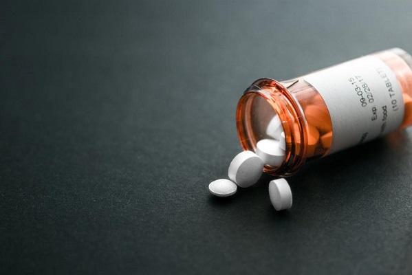 Điều trị tăng huyết áp bằng thuốc.