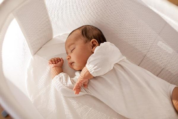 Hầu hết trẻ sơ sinh thường ngủ nhiều trong ngày nhưng giấc ngủ sẽ không sâu