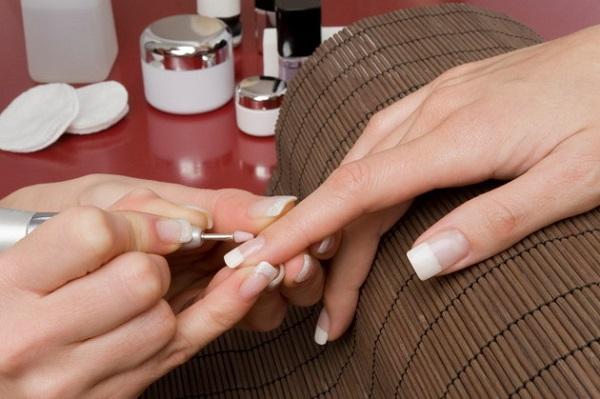 Thợ làm móng có nguy cơ bị ảnh hưởng sức khỏe nghiêm trọng.