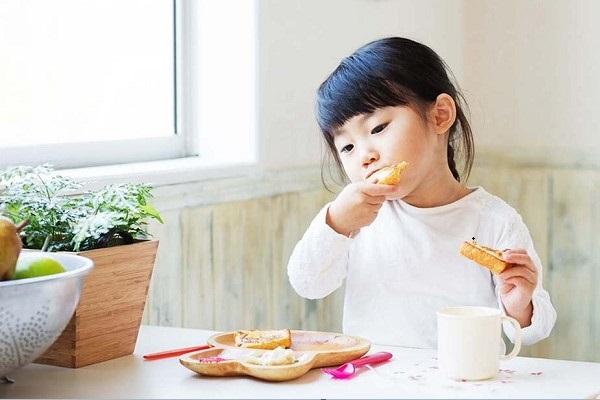 Trẻ ăn ít không đáng lo nếu trẻ vẫn tăng cân đều