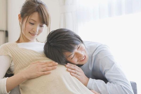 Thường xuyên nghe được giọng nói của mẹ sẽ giúp thai nhi gắn kết với mẹ nhiều hơn