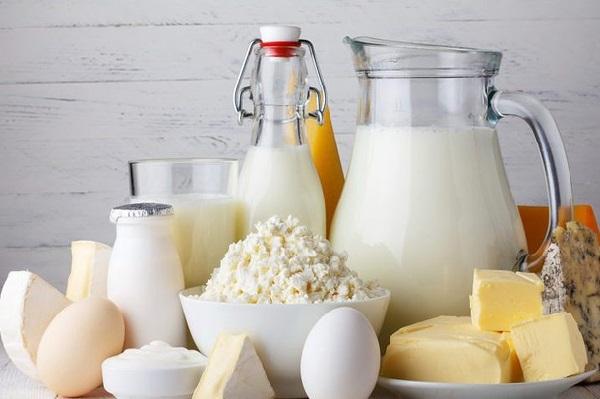 Sữa cung cấp hỗn hợp chất béo, carbohydrate và protein