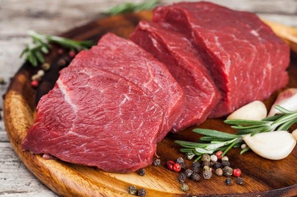Thịt đỏ cung cấp dồi dào chất sắt và protein thúc đẩy sự phát triển của thai nhi