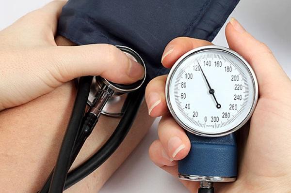 Huyết áp tâm thu hoặc tâm trương càng cao và càng giữ lâu càng gây ra nhiều tổn thương cho các mạch máu