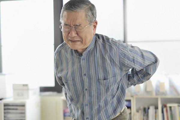 Người lớn tuổi là một trong nhiều đôi tượng của đau thần kinh tọa
