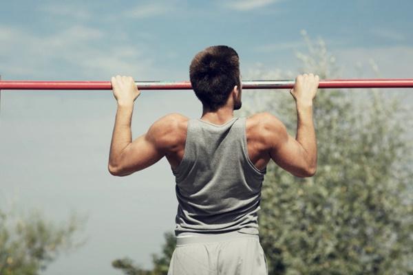 Hít xà đơn giúp tăng trọng lượng xung quanh vùng vai và ngực