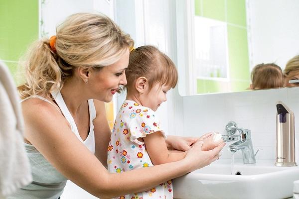 Rửa tay và giúp trẻ rửa tay để tránh bị bệnh