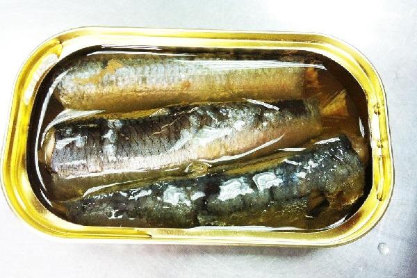 Không nên ăn cá hộp vì điều này có thể làm trầm trọng hơn tình trạng tiêu chảy của bạn