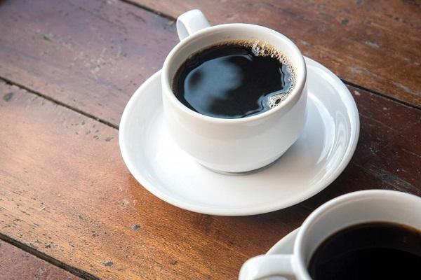Bị tiêu chảy kho6ngne6n uống cà phê hoặc trà