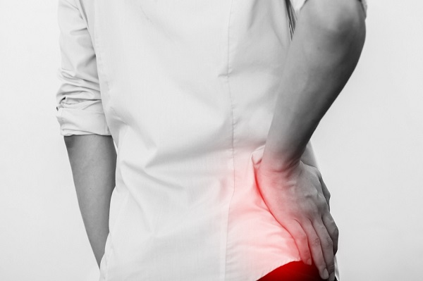 Đau thắt lưng là triệu chứng thường gặp khi bị đau thần kinh tọa