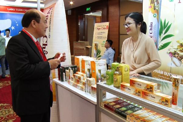 Nhãn hàng Kem đánh răng dược liệu Ngọc Châu liên tục cập nhật kiến thức chuyên môn để cải tiến chất lượng phù hợp người tiêu dùng Việt
