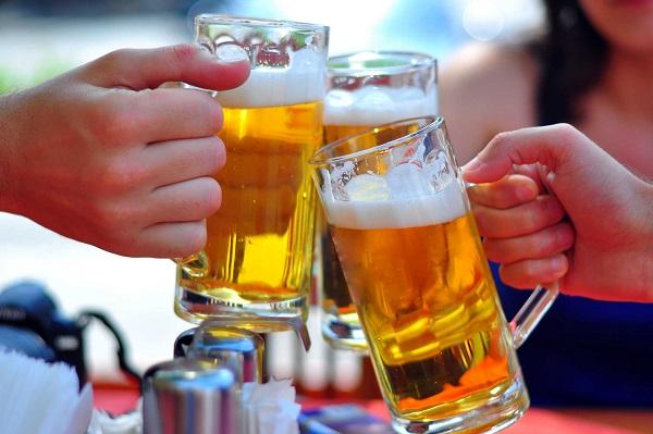 Uống quá 3 ly 1 ngày làm tăng nguy cơ mắc ung thư vú