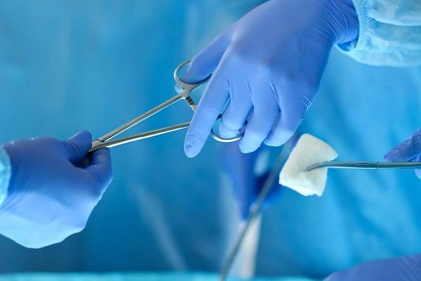 Phẫu thuật vi phẫu là dạng phẫu thuật phổ biến nhất khi điều trị thoát vị đĩa đệm