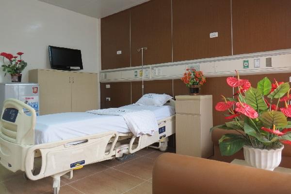 Một giường bệnh ở Bệnh viện Hữu nghị Việt Đức, Hà Nội. Ảnh: Kim Oanh.