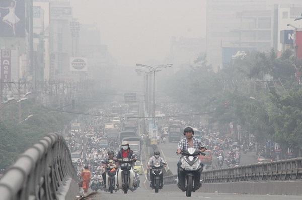 Ô nhiễm không khí là một nguyên nhân gây viêm họng mạn