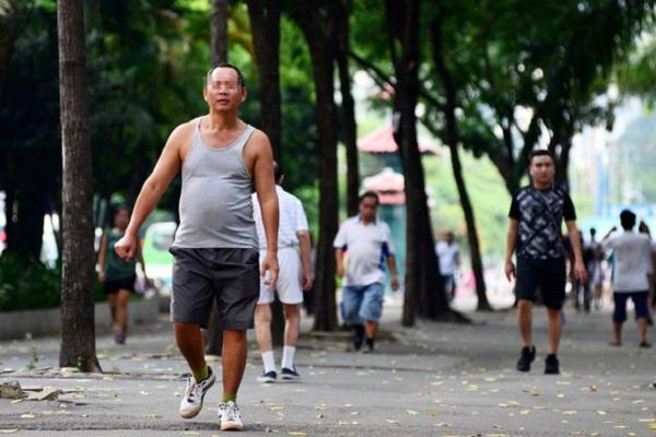 Tăng cường vận động cơ thể để tránh bệnh - Ảnh: DUYÊN PHAN