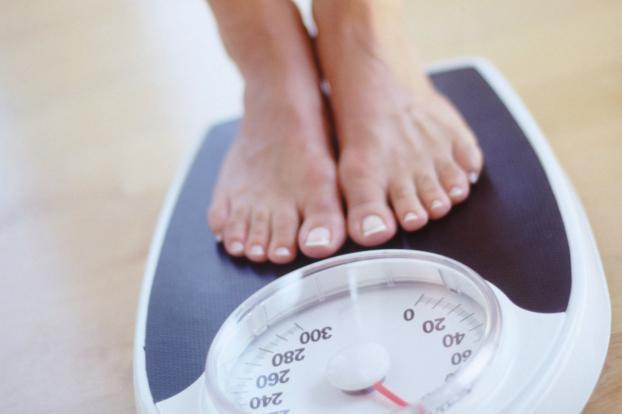 Thay đổi cân nặng có thể ảnh hưởng đến chu kỳ đèn đỏ.