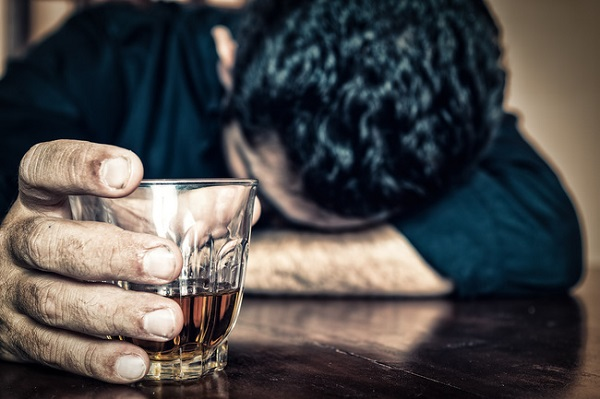 Sử dụng rượu liên tục trong nhiều ngày sẽ làm tăng huyết áp