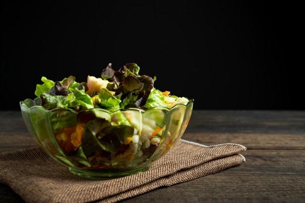 Các thực phẩm tươi sống, mát lạnh ngày hè cũng tiềm ẩn các nguy cơ sức khỏe