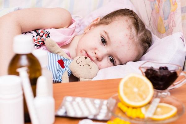 Việc dùng thuốc cần hết sức thận trọng ở trẻ nhỏ do cơ thể trẻ vẫn chưa phát triển đầy đủ