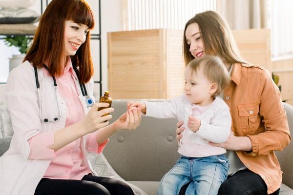 Liều lượng thuốc dùng cho trẻ em cần tuân thủ đúng tờ hướng dẫn trong bao bì thuốc hoặc hướng dẫn của nhân viên y tế