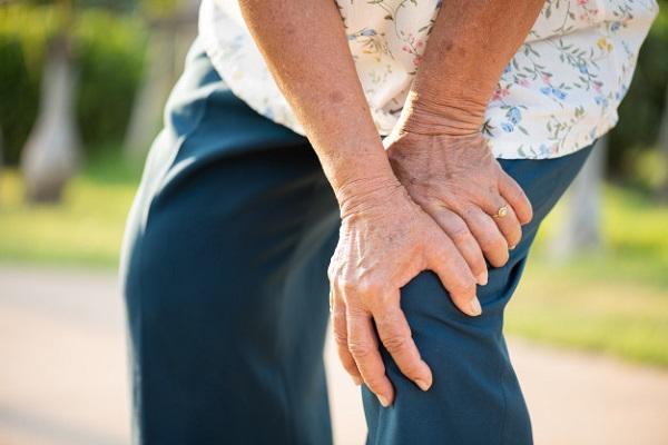 Glucosamin được chỉ định để giảm triệu chứng của thoái hóa khớp gối nhẹ và trung bình