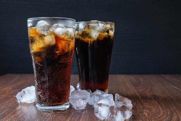 Đồ uống có đường như nước ngọt có nguy cơ gây hại tim mạch nếu bị lạm dụng