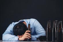 Rối loạn tâm thần do nghiện rượu: Nguy hiểm ra sao?