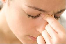 Viêm xoang nhức đầu làm gì để giảm triệu chứng?