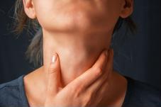 Nuốt nước bọt đau họng có phải là dấu hiệu amidan?
