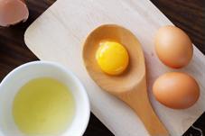 Đâu là cách làm đẹp da bằng trứng gà giúp se khít lỗ chân lông?