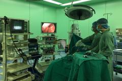 Phẫu thuật thành công ca u mạc treo ngoài đường tiêu hóa nặng 3kg