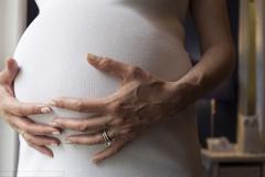 Sinh con muộn và những nguy cơ tiềm ẩn