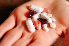 Cần nhớ gì khi dùng thuốc trị viêm loét dạ dày?
