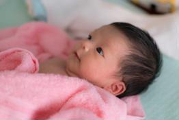 Bảng theo dõi sự phát triển của trẻ sơ sinh từ 0 - 12 tháng