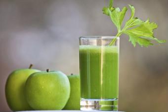 Nước ép trái cây thích hợp mùa nắng nóng