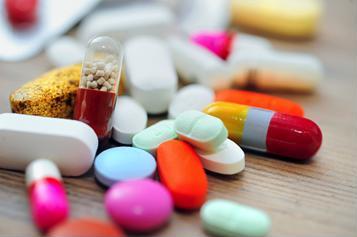 """Dùng thuốc kháng sinh thế nào để tránh """"lờn thuốc"""" và tác dụng phụ?"""